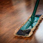 Zo zorg je dat die houten vloer lang mooi blijft